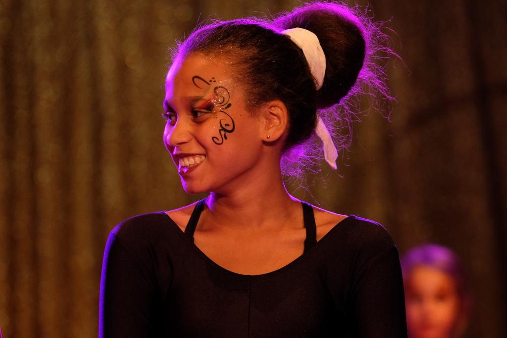 Glücklich: Artistin nach ihrem Auftritt. Foto: Tom Sgodda